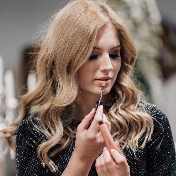 Kako izbrati popolno šminko za praznično večerjo? by Ajda Sitar