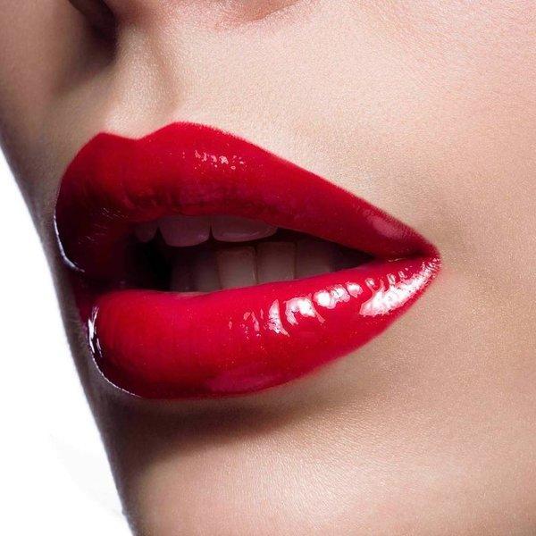 Rdeča-šminka-tudi-podnevi.jpg