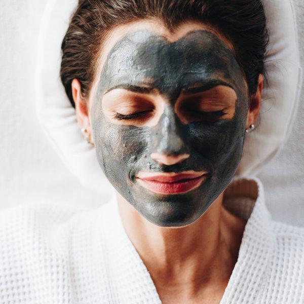 Oglje kot sestavina izdelkov za čiščenje obraza