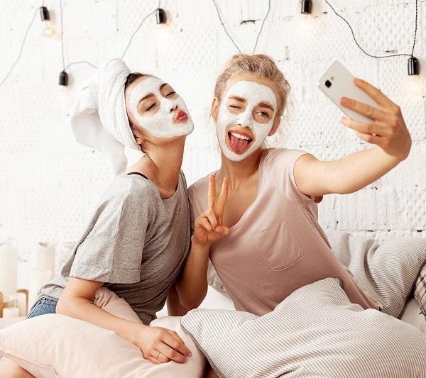 Mastna koža obraza in borba z mozolji: bo kdaj konec?